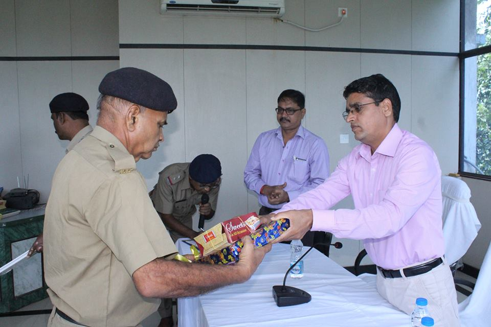 Today a superannuation programme held at office of the commissioner of police, Asansol Durgapur. In presence of commissioner of police // ACP (DD), ACP, (AP), RI, RO, ADPC. Today 7 Police personnel completed their service tenure at police department we the Police family of ADPC wish them a happy & prosperous life in future. God bless them.