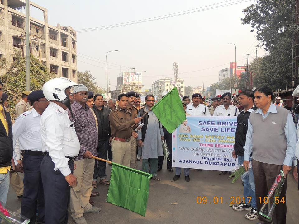 One Safe Drive Save Life Programme organised by Asansol Durgapur Police at Bhagat Singh More on 09.01.2017