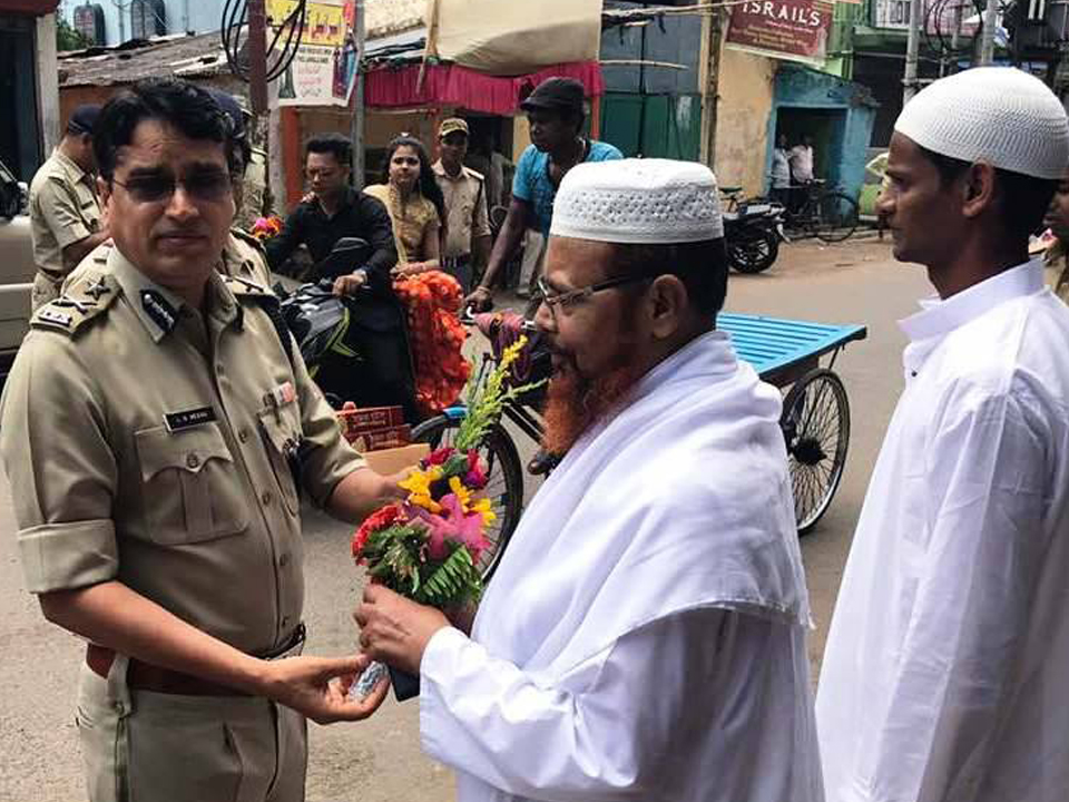 "FLOWERS & SWEET HAD BEEN GIVEN TO THE IMAM AND MOULABI OF DIFFERENT MOSUQE UNDER ADPC ON THE OCCASION OF ""EID – UL – FETER 2017"""