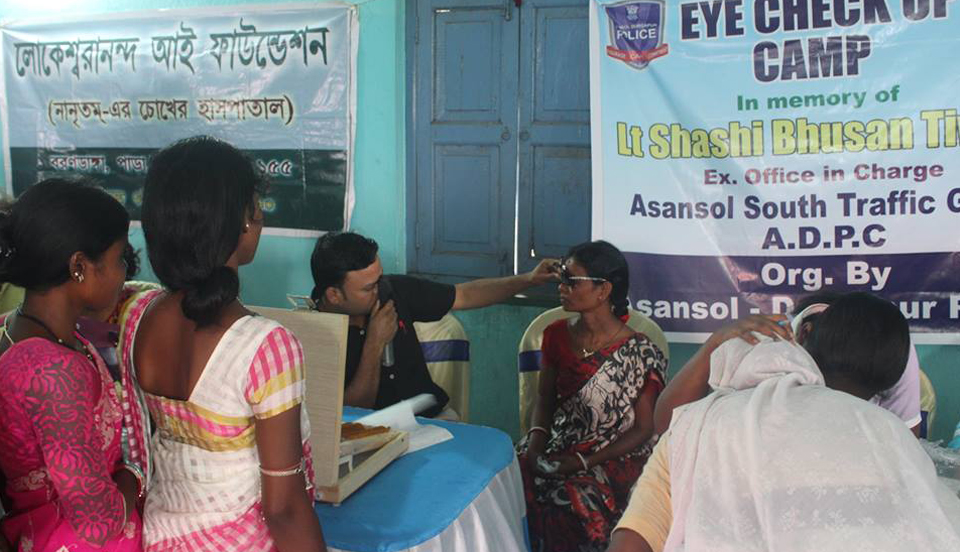 Eye check up camp organized by Asansol South Traffic Guard on 10.05.2017.