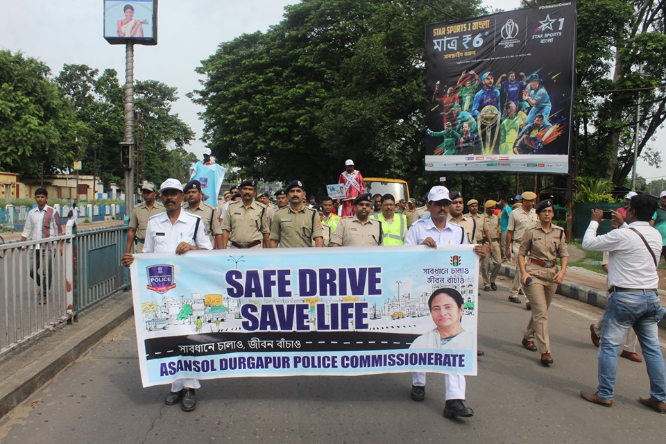 Today Safe Drive Save Life rally was inaugurated by CP ADPC and was attended by various dignitaries. The rally started from Police lines ADPC and ended at St Patrick School Asansol. An interactive program with school students was organized. Also a SDSL awareness skit was organized. The effort was appreciated by one and all.