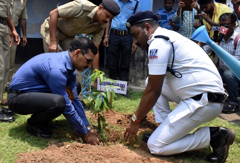 Today On 17.07.19 a Tree Plantation & Sit and Draw competition programme organised by Pandabeswar PS at Kendra Jaipuria High School under Pandaveswar PS. In presence of Hon,ble Commissioner of Police, DC (East), ACP (East), CI (B) and other dignitaries
