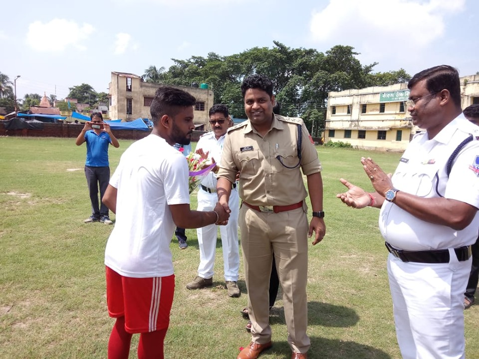 On 22.08.19 One Day Knock Out Football Tournament (Rangamati Cup-2019) organized by Kanksa PS at Kanksa Boys' High School Maidan under Asansol Durgapur Police Commissionerate. Total eight team from every GP are participating in the tournament. Inaugurated the opening match by ACP Kanksa & Other dignitaries.