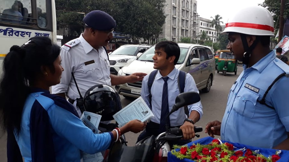 Today organized a Traffic awareness programme at Bhagat Singh more under Asansol south sub TG by distributing SDSL leaflets and rose's amongst the riders who are not wearing helmets during driving their motor cycles to success