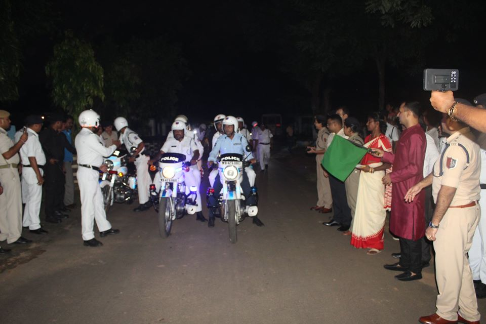 On 04.10.19 Hon'ble Commissioner of Police ADPC flagged off 16 motorbikes at Durgapur Police Lines. These bikes fitted with modern signaling equipments will patrol the town and urban areas of Durgapur town and increase surveillance to ensure security to the citizens.