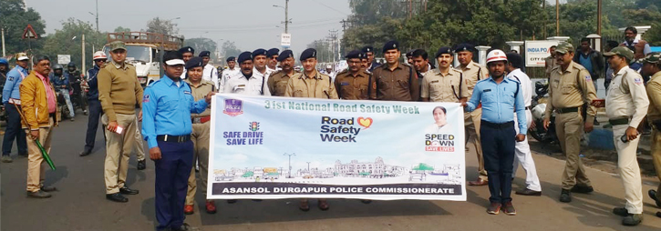 ASANSOL-DURGAPUR POLICE COMMISSIONERATE WEST BENGAL GOVERMENT Today on 22.01.2020 the closing ceremony of 31st National Road Safety Week - 2020 at Sarat Mancha, Asansol Police Lines followed by a rally in presence of Hon'ble Commissioner of Police Asansol Durgapur, DC (East), ADC (Central) & ADCP (Traffic), Zonal ACPs and others. In the rally different school Children's were participated in the closing ceremony two best performer CVs of each TGs have been awarded by Hon'ble Commissioner of Police.