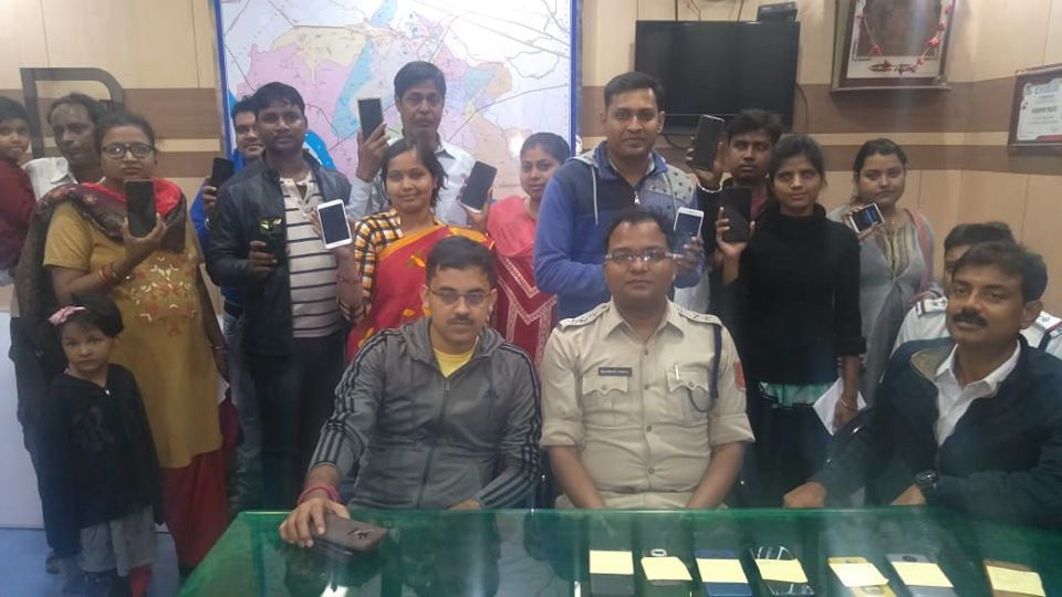 On 26.11.19 Evening of 20 Missing Mobile recovered by Hirapur PS and handed over to its actual owner after proper verification. In presence of ACP West and CI Hirapur.